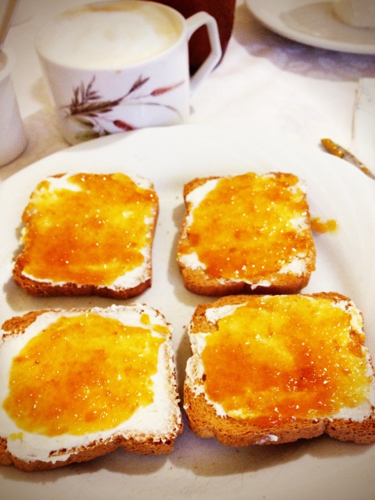 Ricotta and marmalade on fette biscottate for breakfast