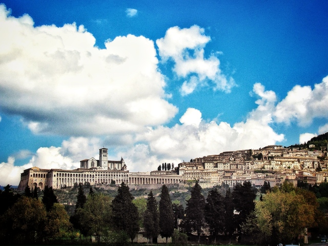 Arriving the holy city of Assisi