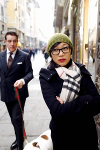 Love the gentleman in the background, who is walking his dog wearing black suit in the city center of Firenze. What a character!