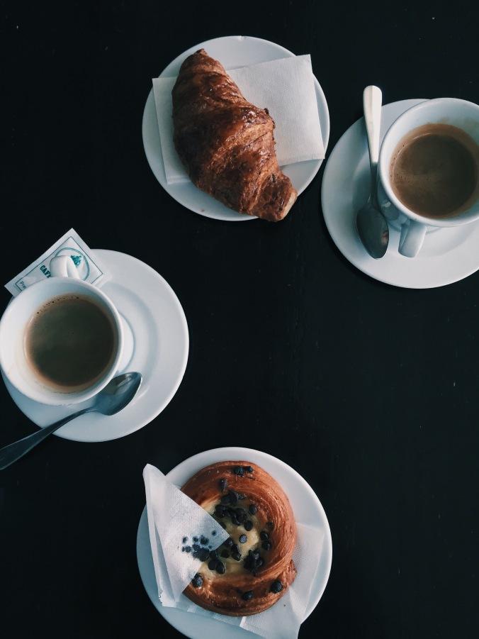 breakfast in golden view open bar