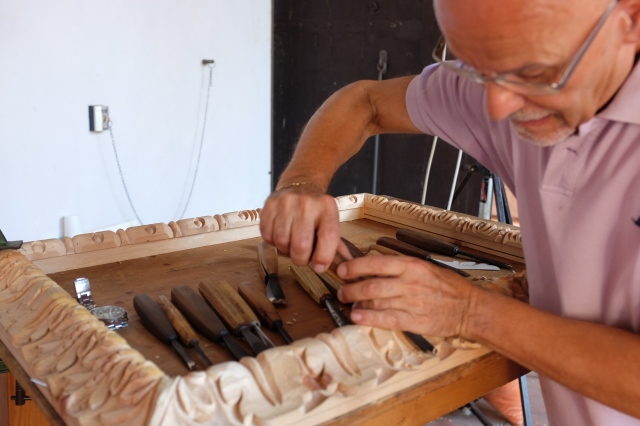 Local art craftsman is making a photo frame